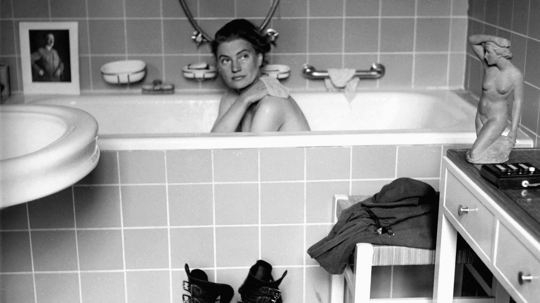 Lee Miller - The woman in Hitlers bath